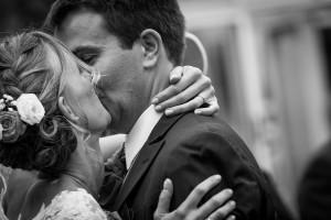 Photographie tendre de deux mariés à Lyon - Caluire - 69008 - Rhône-Alpes